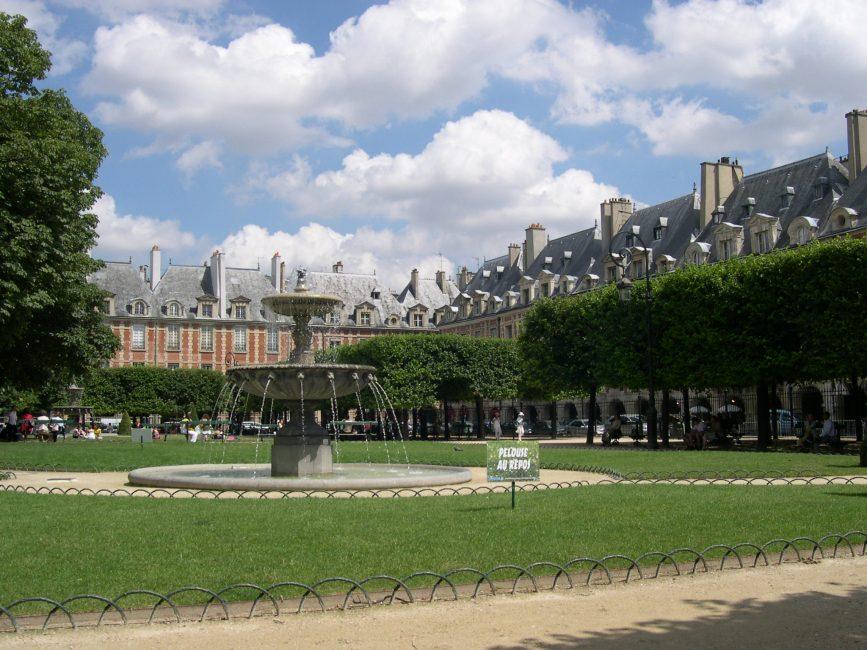 AVRIL 2014 – Promenade culturelle à la place des Vosges